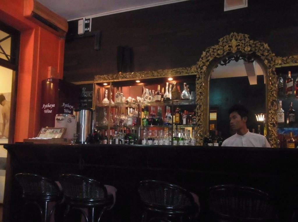 ミャンマー高級レストラン